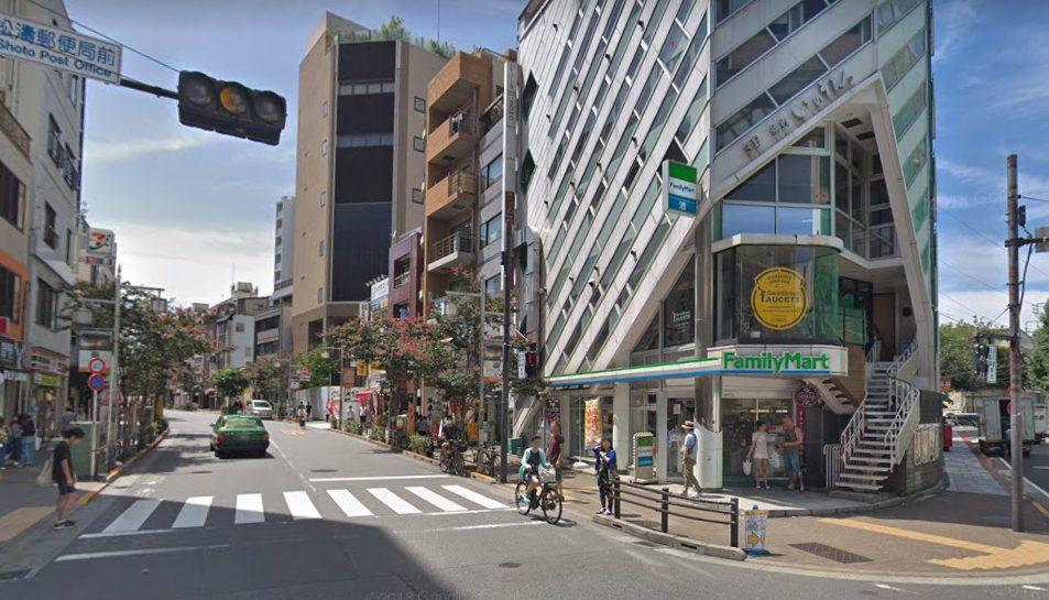 松濤郵便局近くのファミリーマート