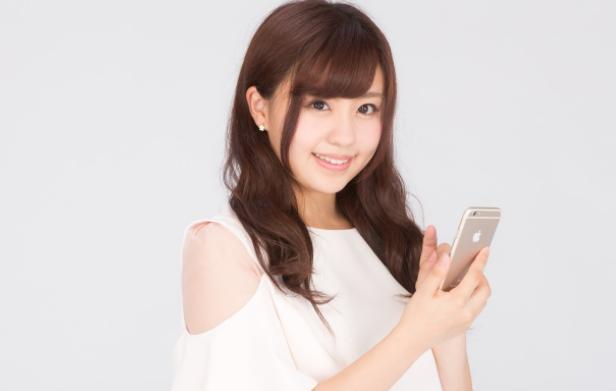 出会い系アプリに初めて登録する女性