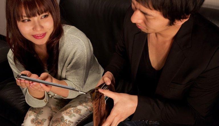 出会い系で「プチ援」で男性が女性に払うお金の相場