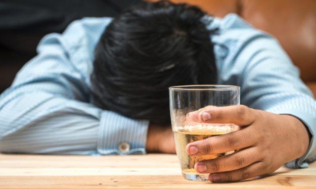 出会い系で知り合った女性と飲みすぎて起たない時