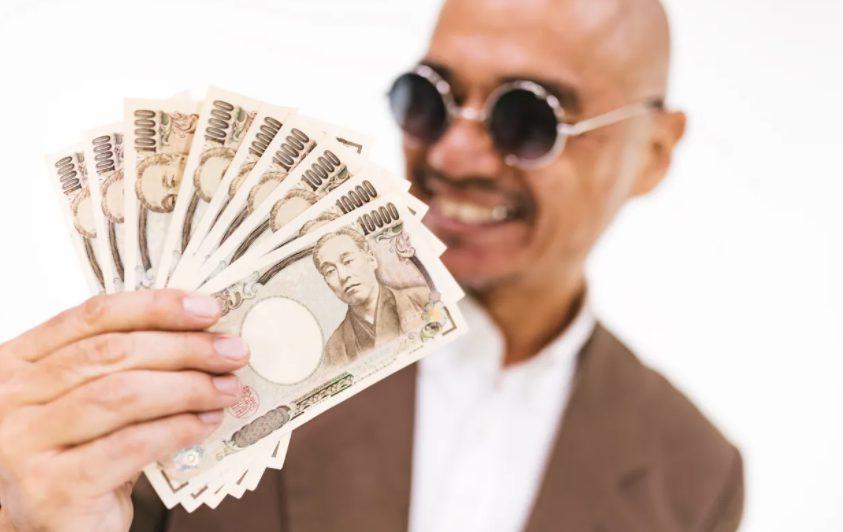 お金を持っている中高年